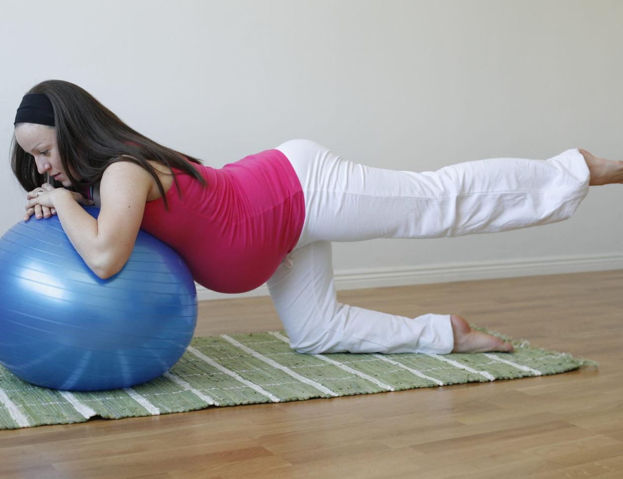 Стоять на коленях беременным
